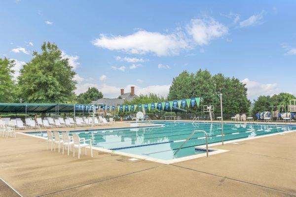 Glenmore swimming pool with swim lanes