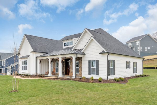 Exterior of Craig Builders homes in Oak Hill Farm